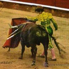 Tauromaquia: BONITA POSTAL ANTIGUA DE EL CORDOBÉS PASE DE PECHO CON AUTÓGRAFO SIN CIRCULAR BIEN CONSERVADA . Lote 33541070