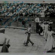 Tauromaquia: TARJETA POSTAL ANTIGUA DE UN TORERO, FIRMADA Y DEDICADA POR EL PINTOR QUINITO CALDENTEY!! . Lote 41017228