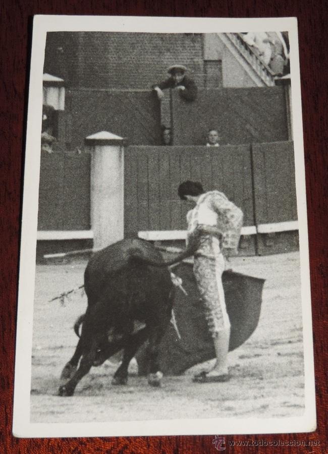 FOTOGRAFIA ORIGINAL DE MANOLETE, MANUEL RODRIGUEZ , TOROS , REVERSO CON SELLO FOTO ORTIZ, MIDE 14 X (Coleccionismo - Tauromaquia)
