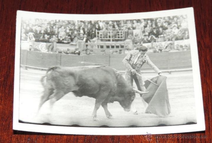 FOTOGRAFIA ORIGINAL DE MANOLETE, MANUEL RODRIGUEZ , TOROS , FOTO MARI, MIDE 8,5 X 6 CMS. (Coleccionismo - Tauromaquia)
