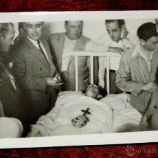 Tauromaquia: FOTOGRAFIA DE MANOLETE POST MORTEM EN LA CAMA DEL HOSPITAL DE LINARES (JAEN) DONDE FALLECIO EN 1947 . Lote 43543128