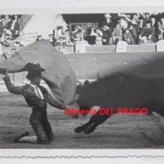 Tauromaquia: MANOLO CORTÉS - TARJETA POSTAL FOTOGRÁFICA - AÑOS CUARENTA - TOROS. Lote 57833956