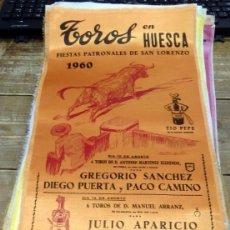 Tauromaquia: CARTEL DE SEDA. PLAZA DE TOROS DE HUESCA. 1960, FIESTAS DE SAN LORENZO, 24X50 CMS. Lote 127154035