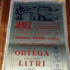 Tauromaquia: CARTEL DE TOROS EN SEDA. PLAZA DE JEREZ X FIESTA DE LA VENDIMIA . AÑO 1957, 17X35 CMS. Lote 80491457