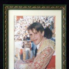 Tauromaquia: TORERO MANUEL DÍAZ -EL CORDOBÉS-. FOTOGRAFÍA ENMARCADA 36X28 CM. AÑOS 90. Lote 90376768