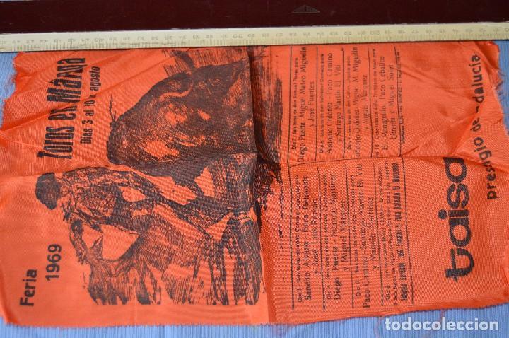 CARTEL DE TOROS SEDA - PLAZA DE TOROS MÁLAGA - FERIA DEL 3 A 10 DE AGOSTO 1969 - MUY BUEN ESTADO (Coleccionismo - Tauromaquia)