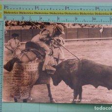 Tauromaquia: POSTAL DE TOROS TAUROMAQUIA. AÑOS 30 50. UN BUEN PUYAZO. 5 FOTO MATEO. . 1088. Lote 98510647