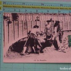 Tauromaquia: POSTAL DE TOROS TAUROMAQUIA. AÑOS 10 30. LA PUNTILLA. 12 AR. 1097. Lote 98510995