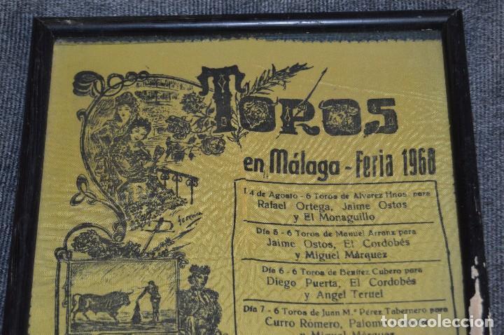 Tauromaquia: VINTAGE Y ANTIGUO - ANTIGUO CARTEL TAURINO ENMARCADO - FERIA DE MÁLAGA DE 1968 - EN SEDA - HAZ OFERT - Foto 2 - 112335655