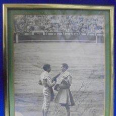 Tauromaquia: FOTOGRAFIA DEDICADA DE LA ALTERNATIVA DE ANTONIO ORDOÑES. 1958. FOTOS CANO. ORIGINAL.. Lote 136681298