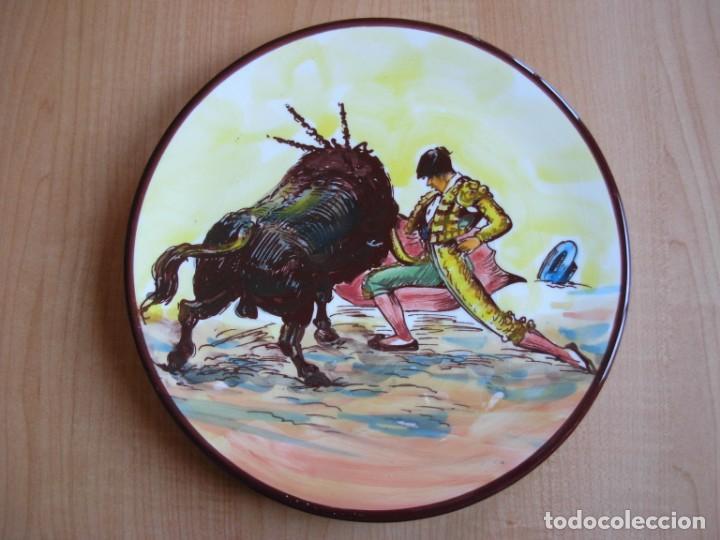 Tauromaquia: 2 platos de cerámica platart pintados a mano con escenas taurinas - Foto 2 - 139759342