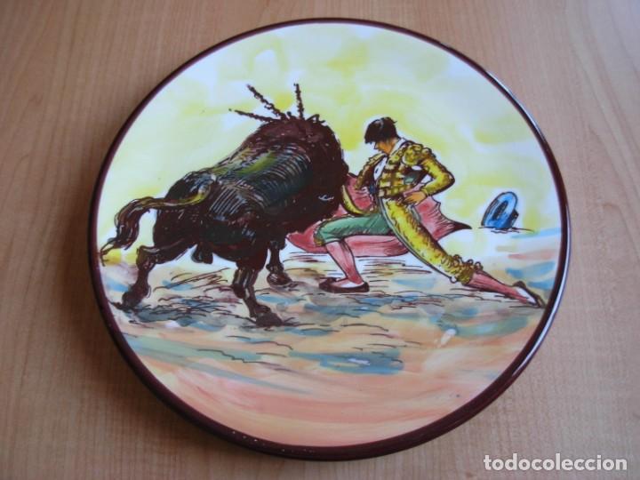 Tauromaquia: 2 platos de cerámica platart pintados a mano con escenas taurinas - Foto 8 - 139759342