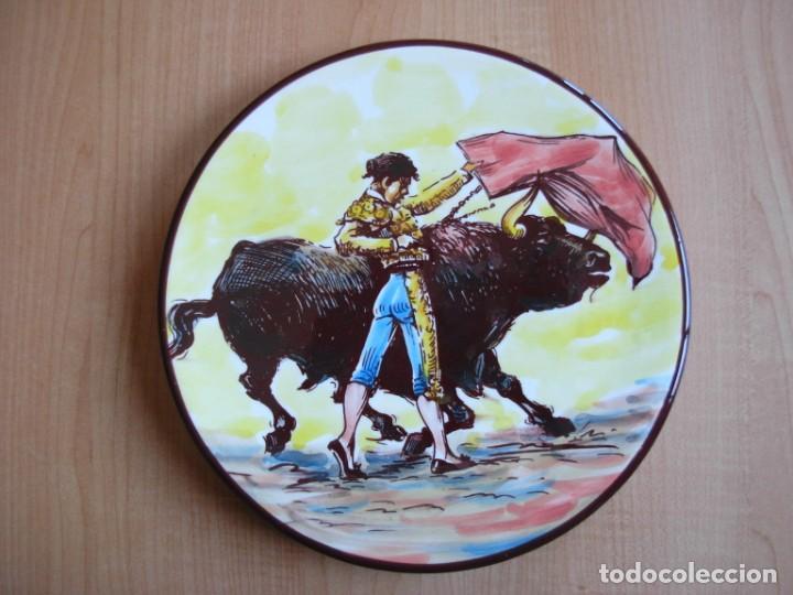 Tauromaquia: 2 platos de cerámica platart pintados a mano con escenas taurinas - Foto 10 - 139759342