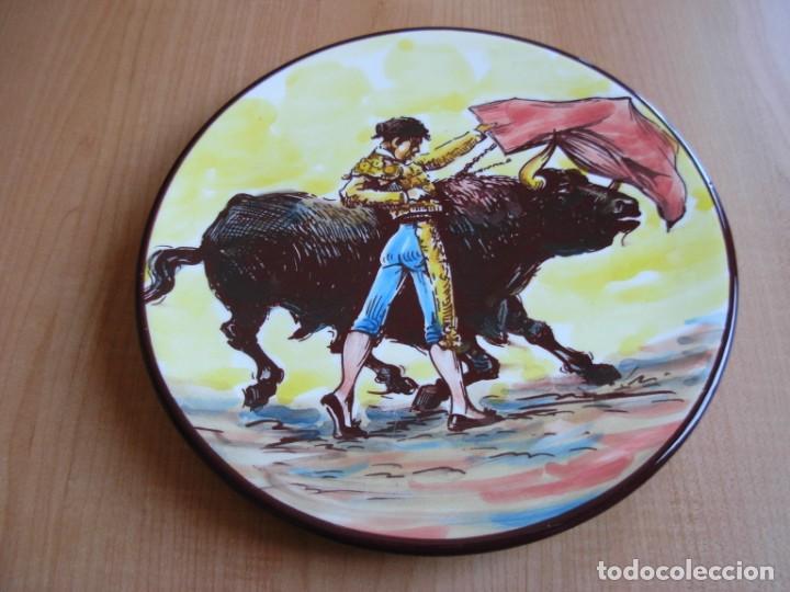 Tauromaquia: 2 platos de cerámica platart pintados a mano con escenas taurinas - Foto 16 - 139759342