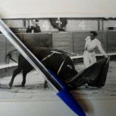 Tauromaquia: FOTOGRAFIA - MIGUEL BAEZ EL LITRI EN SAN SEBASTIÁN (MARÍN FOTÓGRAFO, 1957) FIRMADA. Lote 144551750