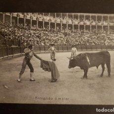 Tauromaquia: POSTAL TAURINA ENTRANDO A MATAR. Lote 147283342