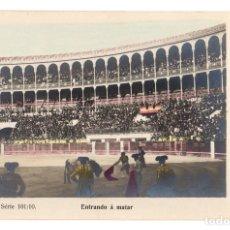 Tauromaquia: TARJETA POSTAL ENTRANDO A MATAR. SERIE 101/10. M. DE M.A. MADRID. CIRCA 1905. Lote 148176312