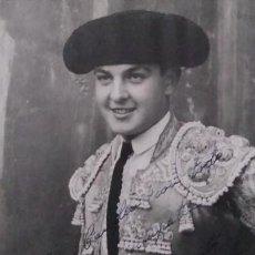 Tauromaquia: 1946 JUANITO BIENVENIDA. FOTO DEDICADA Y FIRMADA POR EL TORERO EN 1946. Lote 140745866