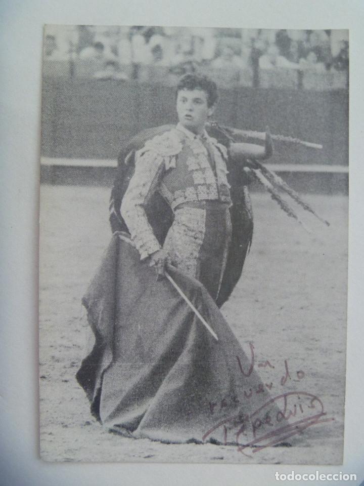TARJETON DEL TORERO PEPE LUIS ( VAZQUEZ ) , DEDICADO Y FIRAMDO (Coleccionismo - Tauromaquia)