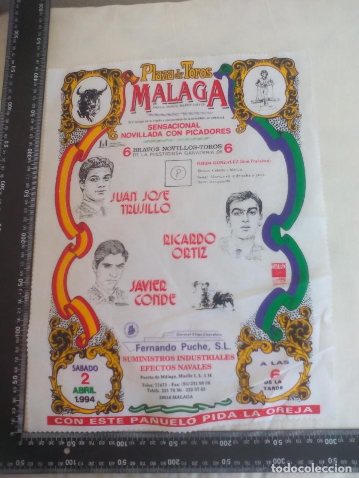PAÑUELO DE TOROS, CARTEL TAURINO 1994 MÁLAGA JUAN JOSE TRUJILLO, RICARDO ORTIZ, JAVIER CONDE (Coleccionismo - Tauromaquia)