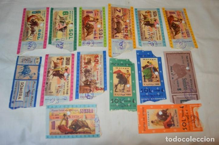 LOTE DE 14 ENTRADAS - PLAZA DE TOROS DE MÁLAGA - ANTIGUAS AÑO 1959 - EN REVERSO PUBLICIDAD VICTORIA (Coleccionismo - Tauromaquia)