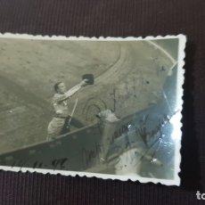 Tauromaquia: FOTOGRAFÍA FIRMADA DEL TORERO PEPE LUIS VÁZQUEZ. AÑO 1947.. Lote 173953757