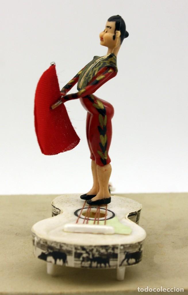 Tauromaquia: ANTIGUO SOUVENIR GRAIN - FIGURA TORERO CON CAPOTE Y GUITARRA - NUEVO. EN SU CAJA ORIGINAL AÑOS 60/70 - Foto 5 - 175602747