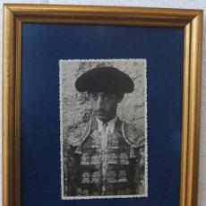 Tauromaquia: MANOLETE. FOTO DE 1945, DEDICADA Y FIRMADA.. Lote 175782474