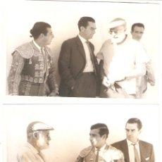 Tauromaquia: DOS FOTOS DE ERNEST HEMINGWAY CON EL TORERO ANTONIO ORDOÑEZ. SELLO EN REVERSO FOTÓGRAFO MARTÍN. Lote 179102215