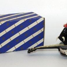 Tauromaquia: ANTIGUO SOUVENIR AÑOS 60 - TORO SOBRE GUITARRA - NUEVO Y EN SU CAJA ORIGINAL. Lote 182986788