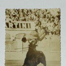 Tauromaquia: TOROS - FOTOGRAFÍA DE ÉPOCA DE LA COGIDA DE UN TORERO. 7 X 10 CM. Lote 191622468