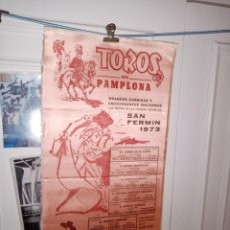 Tauromaquia: CARTEL DE SEDA TORO EN PAMPLONA SAN FERMIN 1973 GRANDES CORRIDA Y ENCIERROS M. 25X50. Lote 194369630