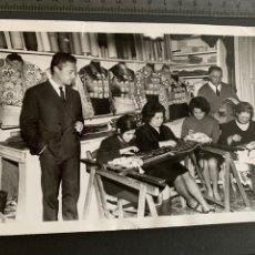 Tauromaquia: FOTO ORIGINAL. LORENZO AGUDO. SASTRE DE TOREROS. 1967. Lote 194494818