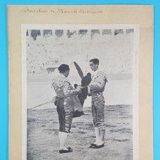 Tauromaquia: FOTO EN CARTULINA DE LA ALTERNATIVA DE MANUEL RODRIGUEZ MANOLETE DEDICADA POR PALMITA 31,50 X 23,50 . Lote 194584318