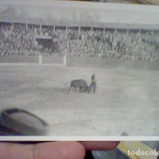 Tauromaquia: EL VITI VITIGUDINO SALAMANCA 1964 PLAZA TOROS FOTO PARTICULAR BORROSA PASE CREO PECHO. Lote 194981895