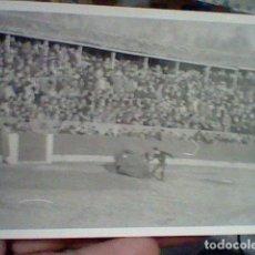 Tauromaquia: EL VITI VITIGUDINO SALAMANCA 1964 PLAZA TOROS FOTO PARTICULAR BORROSA TOREANDO . Lote 194981978