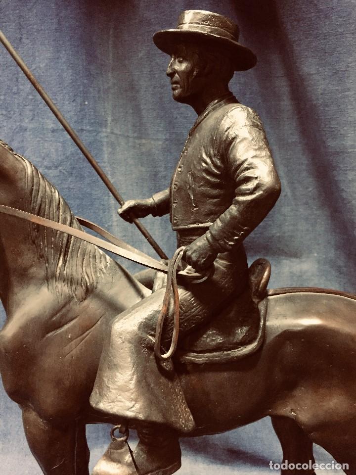 Tauromaquia: bronce tauromaquia toros garrochista caballo sombrero cordobes firma moran 8/100 1983 43x38cms - Foto 2 - 203790133