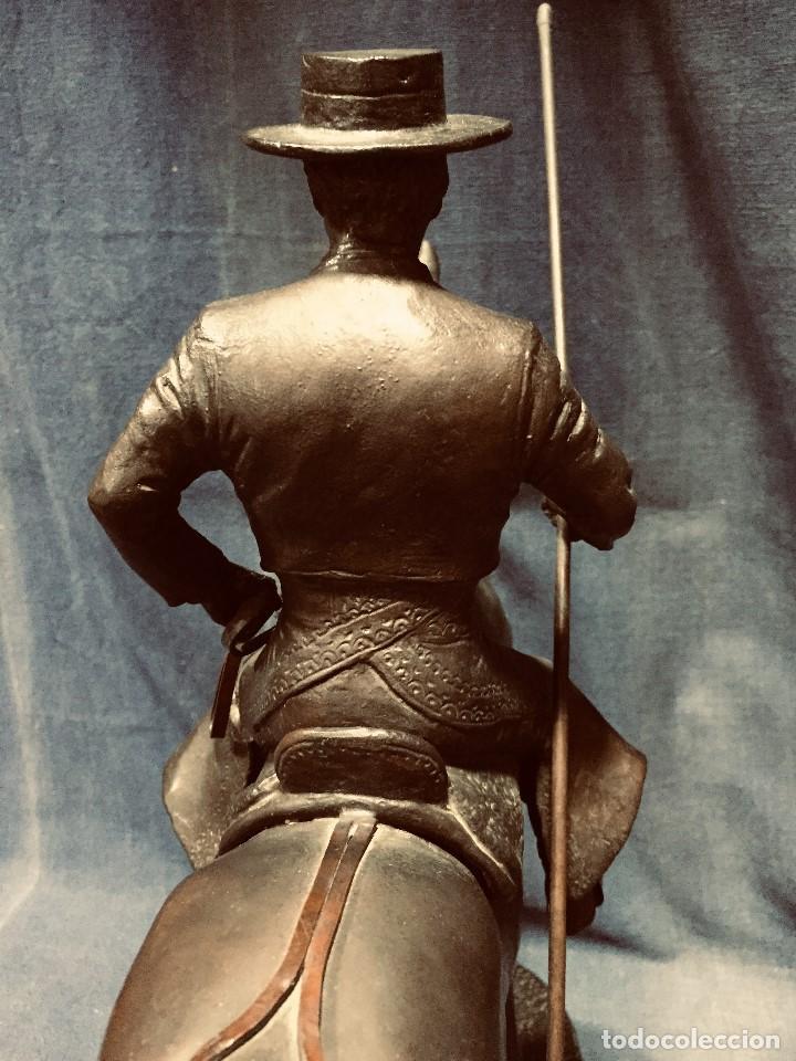 Tauromaquia: bronce tauromaquia toros garrochista caballo sombrero cordobes firma moran 8/100 1983 43x38cms - Foto 16 - 203790133