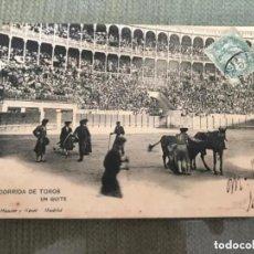 Tauromaquia: ANTIGUA POSTAL TOROS TAUROMAQUIA CORRIDA TOROS UN QUITE HAUSER Y MENET MADRID 381. Lote 205808363