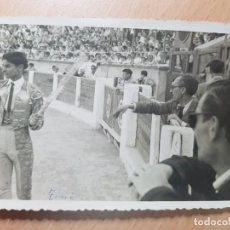 Tauromaquia: ANTIGUA FOTOGRAFIA TORERO PLAZA DE TOROS DE ELDA ALICANTE FOTOS BASILIO 1954. Lote 209084878