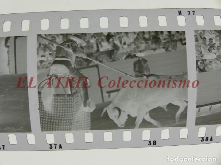 Tauromaquia: VALENCIA TOROS FALLAS AÑO 1965, 33 CLICHES NEGATIVOS DE 35 mm EN CELULOIDE, PUERTA, CAMINO, MACARENO - Foto 8 - 210670572