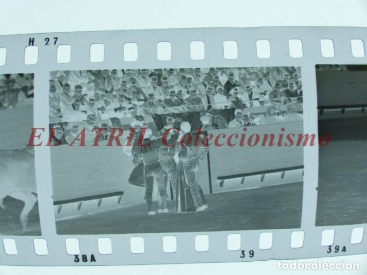 Tauromaquia: VALENCIA TOROS FALLAS AÑO 1965, 33 CLICHES NEGATIVOS DE 35 mm EN CELULOIDE, PUERTA, CAMINO, MACARENO - Foto 10 - 210670572
