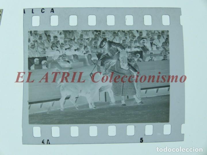 Tauromaquia: VALENCIA TOROS FALLAS AÑO 1965, 33 CLICHES NEGATIVOS DE 35 mm EN CELULOIDE, PUERTA, CAMINO, MACARENO - Foto 70 - 210670572