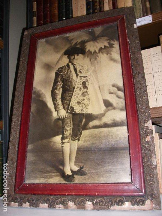 Tauromaquia: FOTOGRAFIA DEL TORERO ALFREDO CORROCHANO C. 1935 RETRATO TOROS ENMARCADA - MADRID GRANADA - Foto 2 - 211864210