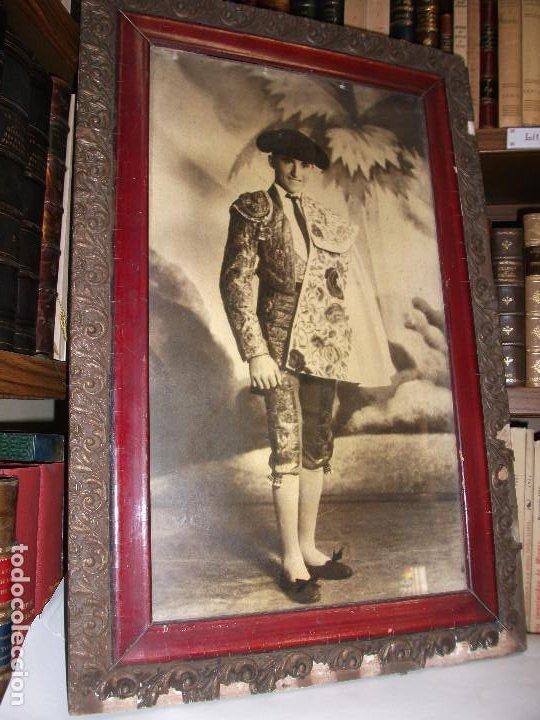 Tauromaquia: FOTOGRAFIA DEL TORERO ALFREDO CORROCHANO C. 1935 RETRATO TOROS ENMARCADA - MADRID GRANADA - Foto 3 - 211864210