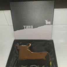 Tauromaquia: TORO DE OSBORNE EN RESINA CROMADA Y REGALO CABEZA DE TORO. Lote 211998403