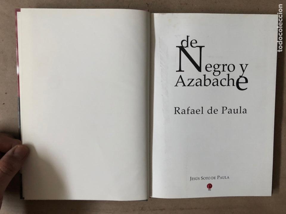 Tauromaquia: DE NEGRO Y AZABACHE RAFAEL DE PAULA, POR JESÚS SOTO DE PAULA. EDICIONES AE 2005. - Foto 2 - 212121667