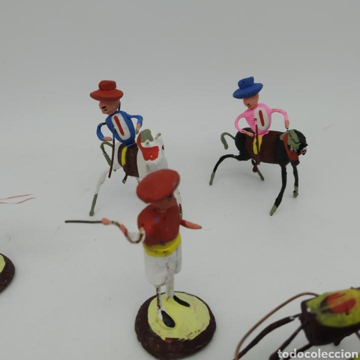 Tauromaquia: Preciosa colección taurina, figuras de barro y alambre, toreros, picadores, mulillas, años 50-60 - Foto 6 - 212177837