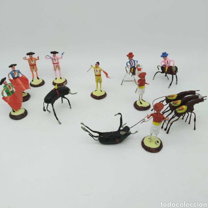 Tauromaquia: Preciosa colección taurina, figuras de barro y alambre, toreros, picadores, mulillas, años 50-60 - Foto 9 - 212177837