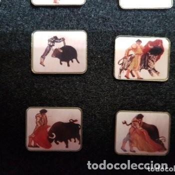Tauromaquia: 32 PIN MOTIVOS TAURINOS TOROS . ÚNICOS MONTADOS SOBRE TERCIOPELO CON TAPA DE CRISTAL - Foto 4 - 222510783